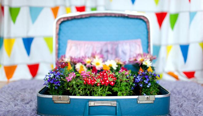 Bőrönd virágokkal