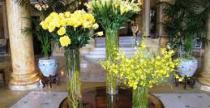 Vágott virágok a fogadótérben